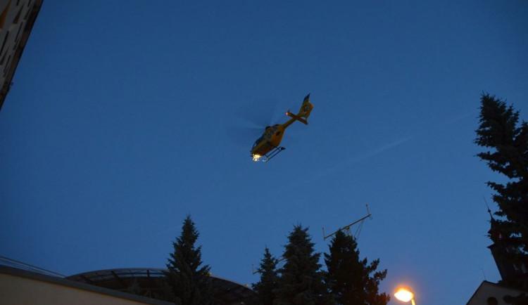 Zkouška nočního provozu Letecké záchranné služby na heliportu