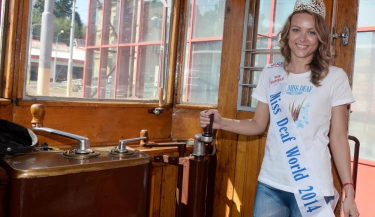 Čtyři historické tramvaje svezly mezinárodní návštěvu. Foto: DPMLJ