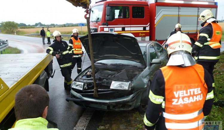 Zranění řidičky si vyžádala včerejší nehoda na okraji Hrádku nad Nisou. Foto: Hasiči Hrádek nad Nisou