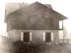 Vila při demolici na konci šedesátých let. Foto: ostasov.eu