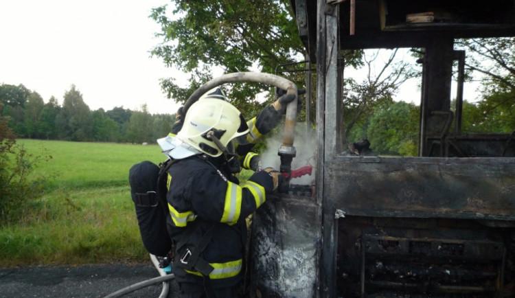 Požár autobusu. Foto: HZS LK