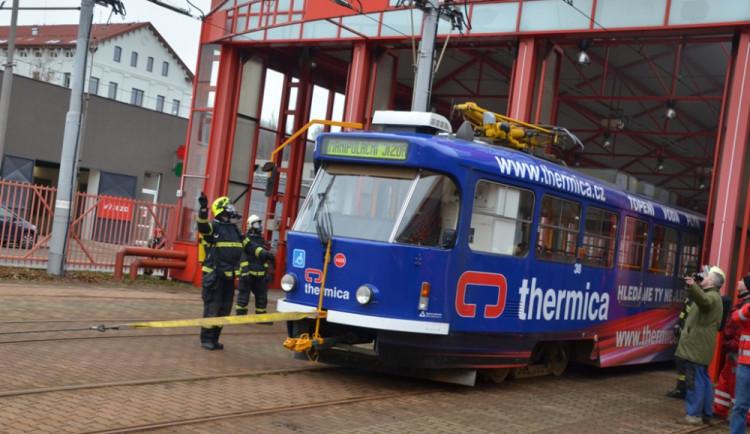 Cvičný požár ve vozovně dopravního podniku v Liberci