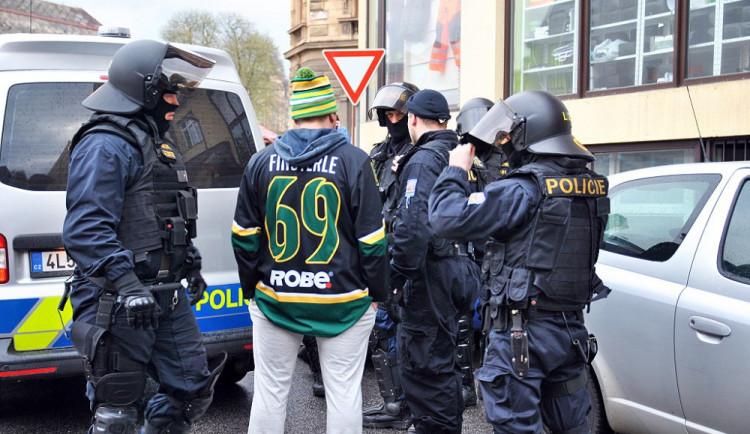 Do Jablonce přijely na hokej stovky fanoušků Vsetínu