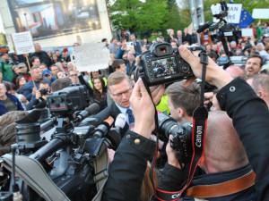 Demonstrace před Imperialem a jednání zástupců koalice s prezidentem