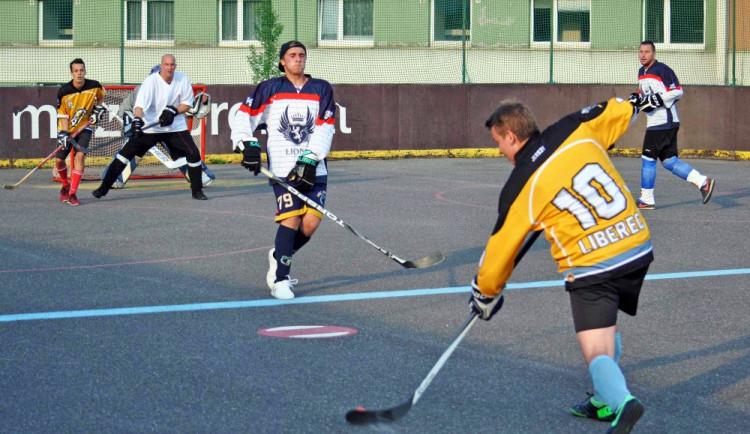 Hokejbalový titul mají Vosy
