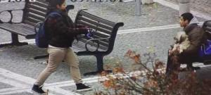 Partnerská hádka přímo na náměstí vylekala kolemjdoucí