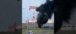 Hořící kamion u Globusu