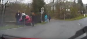 Mladý řidič vyjel ze silnice