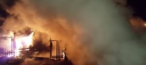 Noční požár chatky v Ralsku