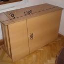 Dřevěný stůl s uzamykatelnou skříňkou